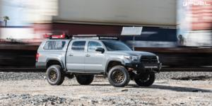 Rebel 6 - D681 on Toyota Tacoma