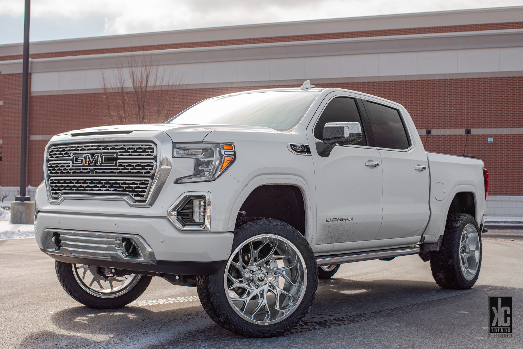 GMC Sierra 2500 HD with Fuel 1-Piece Wheels Runner - D740