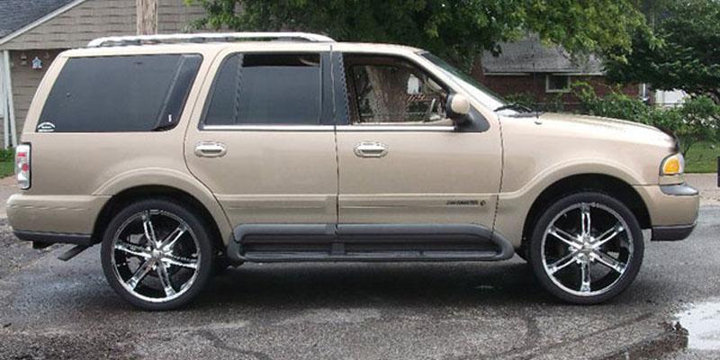Get 2002 Lincoln Navigator Black