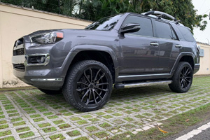 Toyota 4Runner with Status Wheels Mastadon 6