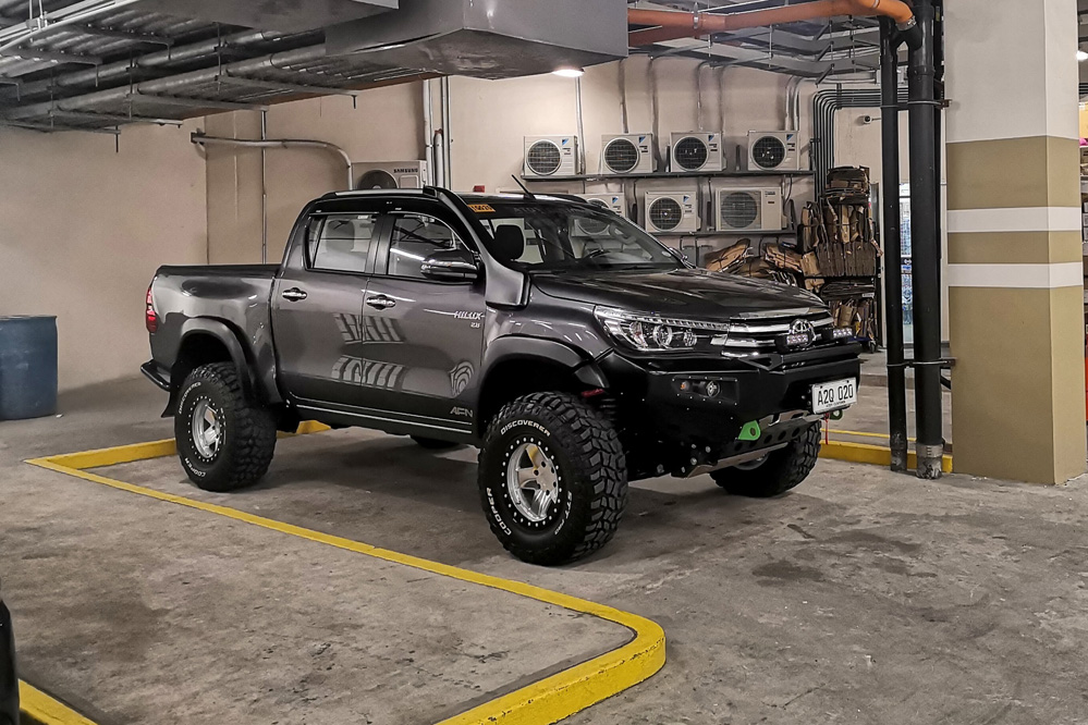 Toyota Hilux with Black Rhino Crawler Beadlock