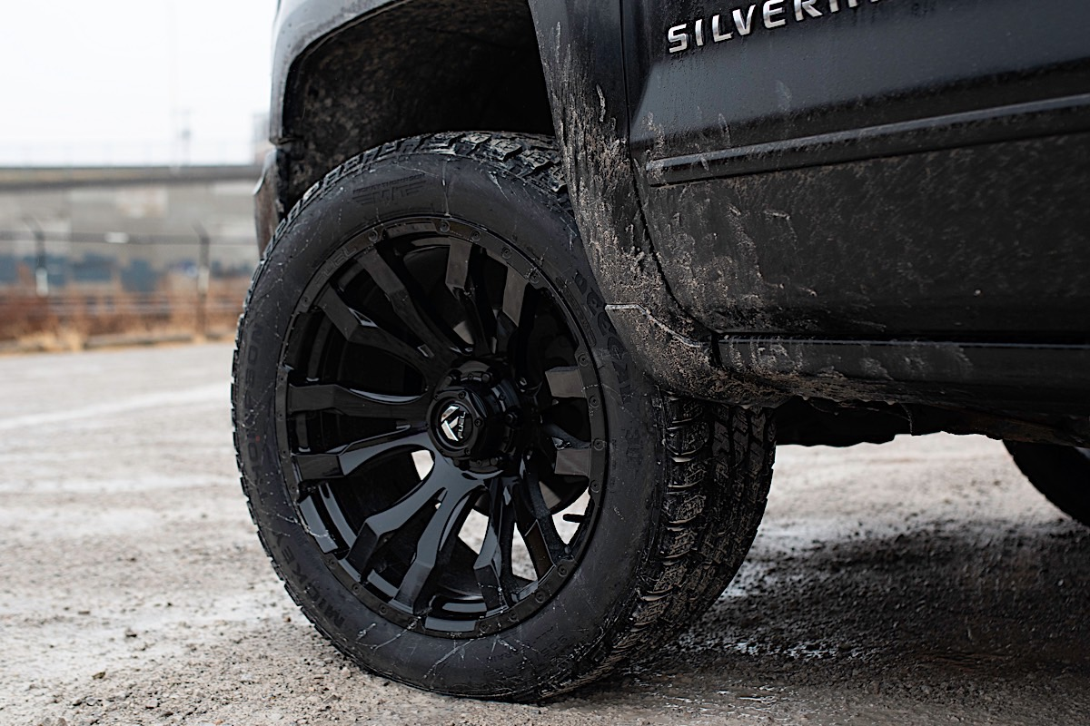 Chevrolet Silverado 1500 with Fuel 1-Piece Wheels Blitz - D675