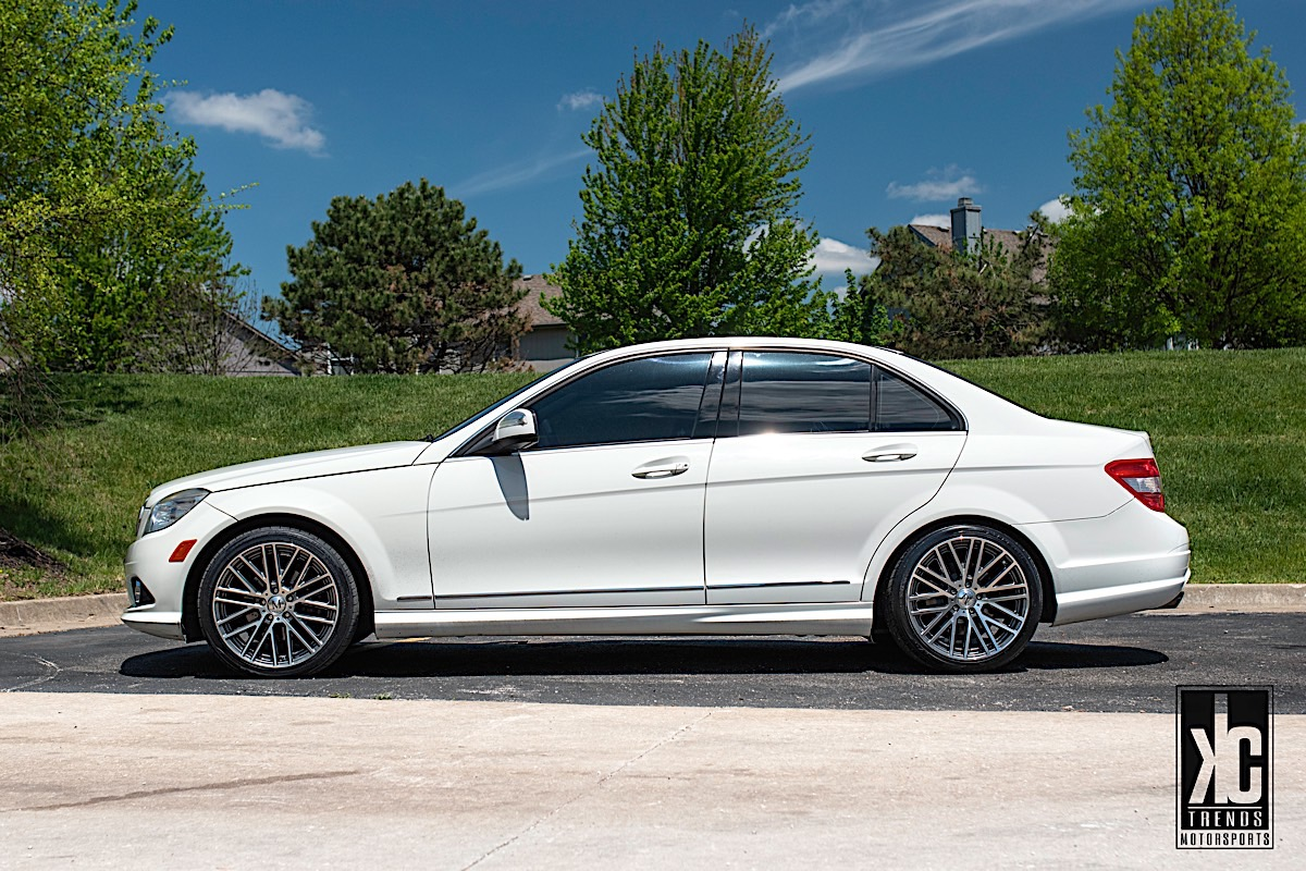 Mercedes-Benz C300 with Mandrus Masche